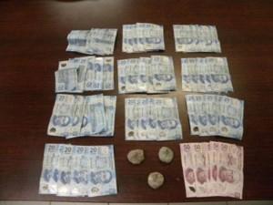 """Fueron decomisadas un total de 216 dosis de """"ice"""" y  mil  250 pesos."""