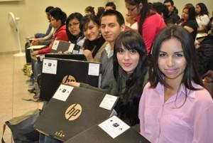 Alumnos con laptop