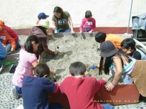 Fig._8_Taller_infantil_de_arqueología._Museo_Histórico_R egional_de_Ensenada,_2010