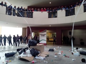 Personal del departamento de limpia realizó disturbios en palacio municipal