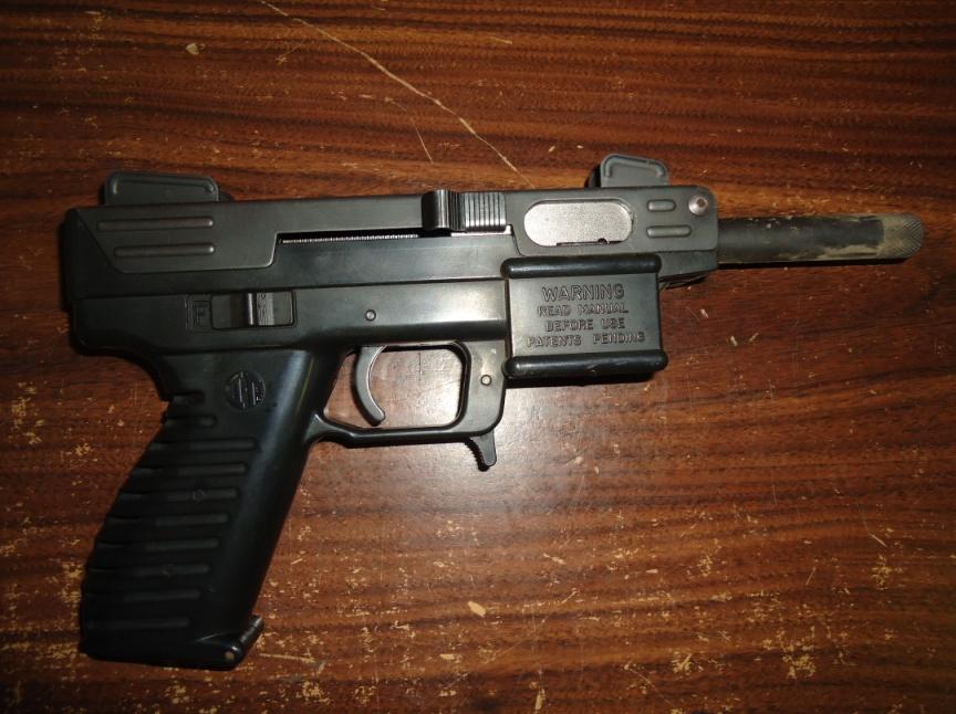 Se les decomisó un arma calibre.22