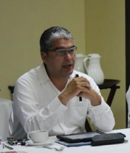 Secretario de  Sidue, Carlos Flores Vázquez.
