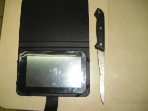 Intentó agredir a los agentes policiacos con un cuchillo