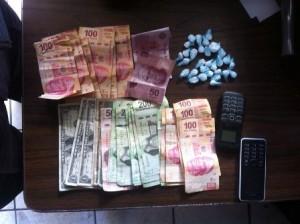 dinero, droga y telefonos incautados a samuel y alejandra